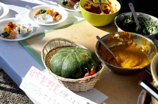 野菜ペーストを作る作業(有機農業研究会minori)