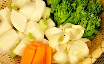 百合根、菜の花、ニンジン(つまみゆばの白味噌ポトフのレシピ)